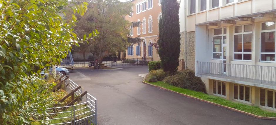 01700 - Miribel - Centre Scolaire Saint-Joseph, Lycée