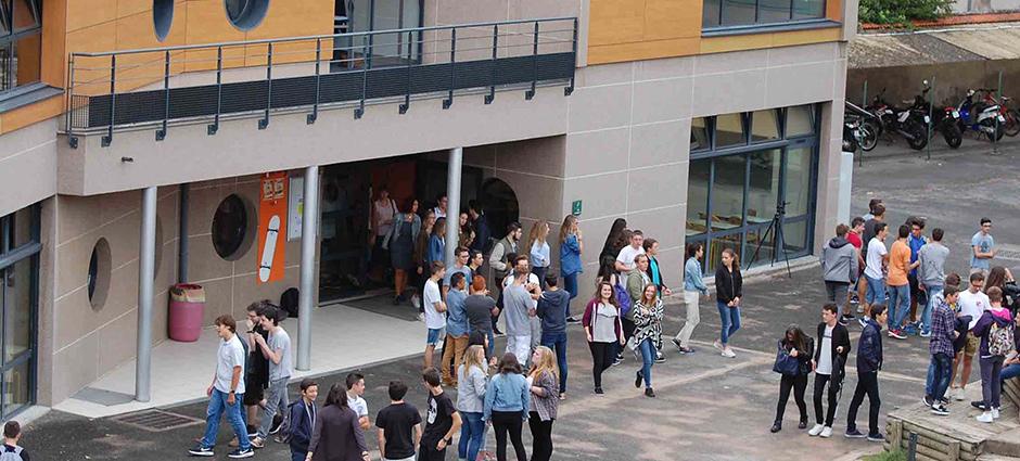 03300 - Cusset - Lycée Privé Saint-Pierre Vichy-Cusset