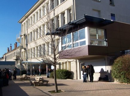 07201 - Aubenas - Internat du Lycée Polyvalent Jules Froment