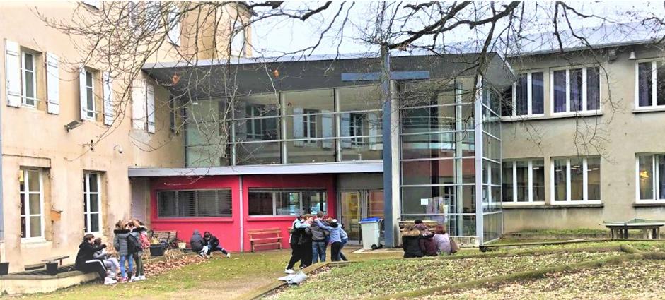 70103 - Gray - Collège Privé Saint-Pierre-Fourier, Sainte-Jeanne d'Arc