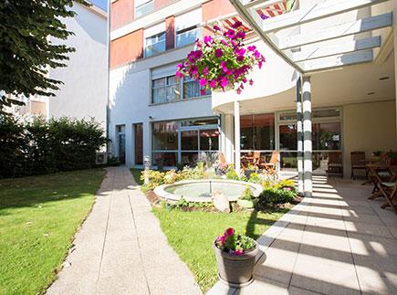 Etablissement d'Hébergement pour Personnes Agées Dépendantes - 01000 - Bourg-en-Bresse - Emera EHPAD Résidence Retraite La Pergola