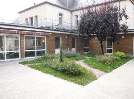 Etablissement d'Hébergement pour Personnes Agées Dépendantes - 03306 - Cusset - EHPAD de Cusset - Maison de Retraite