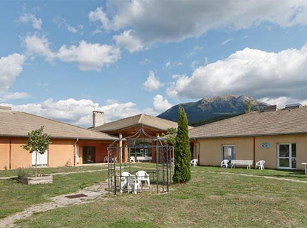 Etablissement d'Hébergement pour Personnes Agées Dépendantes - 04340 - La Bréole - Colisée - Résidence du Lac