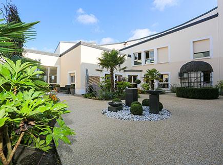 Etablissement d'Hébergement pour Personnes Agées Dépendantes - 45750 - Saint-Pryvé-Saint-Mesmin - Emera EHPAD Résidence Retraite Lac de Saint-Pryvé