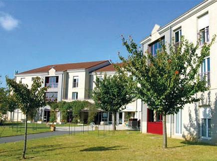 Etablissement d'Hébergement pour Personnes Agées Dépendantes - 77380 - Combs-la-Ville - La Maison du Grand Chêne EHPAD - Adef Résidences
