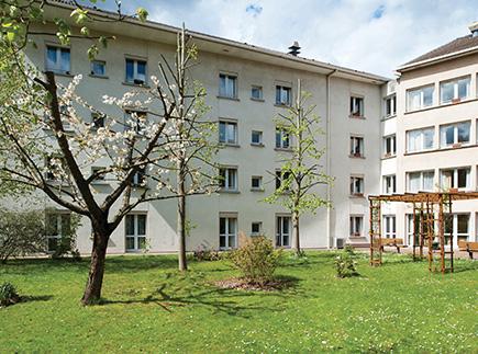 Etablissement d'Hébergement pour Personnes Agées Dépendantes - 78310 - Maurepas - Korian Le Val d'Essonne