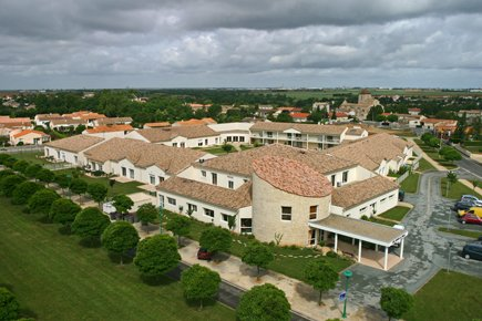Etablissement d'Hébergement pour Personnes Agées Dépendantes - 79230 - Vouillé - EHPAD Résidence Les Jardins de Jeanne