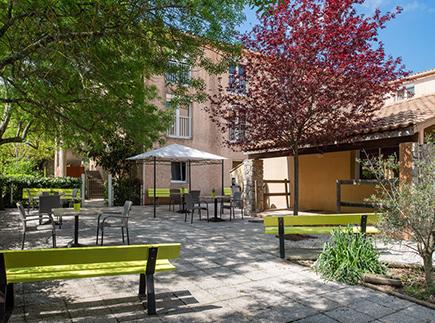 Etablissement d'Hébergement pour Personnes Agées Dépendantes - 83136 - La Roquebrussanne - Korian La Provençale