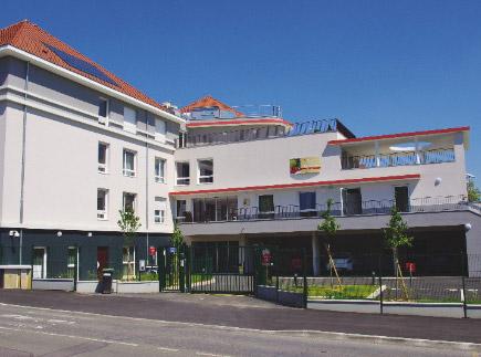 Etablissement d'Hébergement pour Personnes Agées Dépendantes - 91310 - Leuville-sur-Orge - La Maison de la Châtaigneraie EHPAD - Adef Résidences
