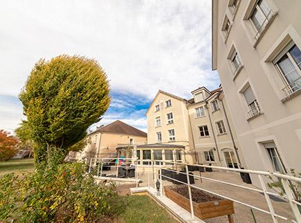 Etablissement d'Hébergement pour Personnes Agées Dépendantes - 94520 - Mandres-les-Roses - EHPAD Résidence Normandy Cottage